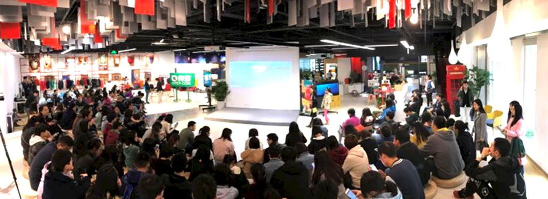 Studio participants in Beijing learning about responsible travel at Qyer's ''Wild Afica'' salon